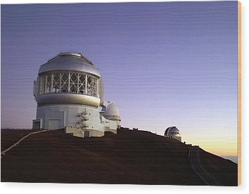 Sunset Over The Mauna Kea Observatories On Kona Wood Print by Amy McDaniel