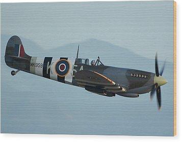 Supermarine Spitfire Lf9c N959rt Chino California April 29 2016 Wood Print by Brian Lockett