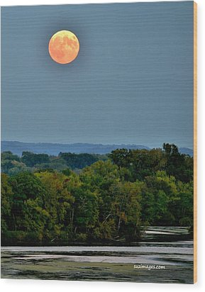 Supermoon On The Mississippi Wood Print