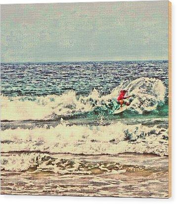 People On The Wave Wood Print by Daisuke Kondo