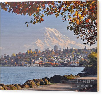 Tacoma N Mt Rainier Wood Print