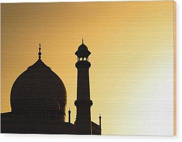 Taj Mahal At Sunset Wood Print by Kokkai Ng