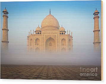 Taj Mahal In The Mist Wood Print by Inge Johnsson