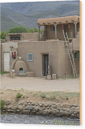 Taos Pueblo Adobe House With Pots Wood Print by Allen Sheffield