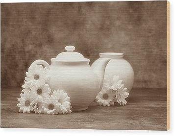 Teapot With Daisies I Wood Print by Tom Mc Nemar