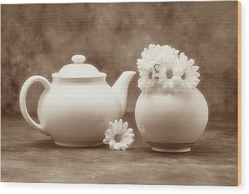 Teapot With Daisies II Wood Print by Tom Mc Nemar