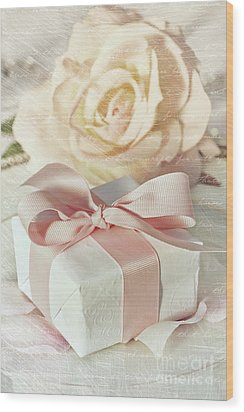 Thank You Gift At Wedding Reception Wood Print by Sandra Cunningham