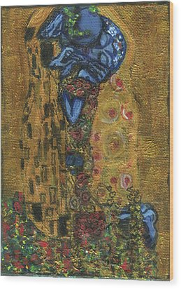 The Alien Kiss By Blastoff Klimt Wood Print by Similar Alien
