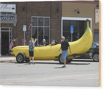 The Big Banana Car Stops By Wood Print