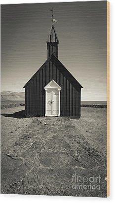 Wood Print featuring the photograph The Black Church by Edward Fielding