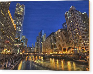 Wood Print featuring the photograph The Busy River In Chicago by Shawn Everhart