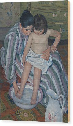 The Child's Bath Wood Print by Mary Cassatt