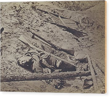 The Civil War, Dead Confederate Soldier Wood Print by Everett