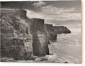 The Cliffs Of Moher Wood Print by Robert Lacy