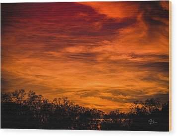 The Evening Sky Of Fire Wood Print by David Collins