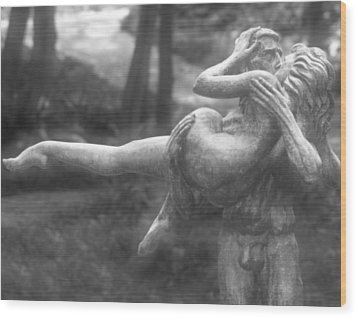 The Kiss By Charles Umlauf Wood Print by John Gusky
