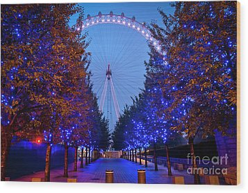 The London Eye At Night Wood Print by Donald Davis