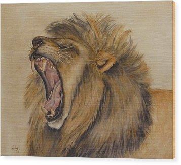 The Majestic Roar Wood Print by Kelly Mills
