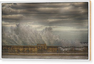 The Malecon Wood Print by R Thomas Berner