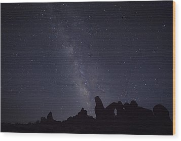 The Milky Way Over Turret Arch Wood Print