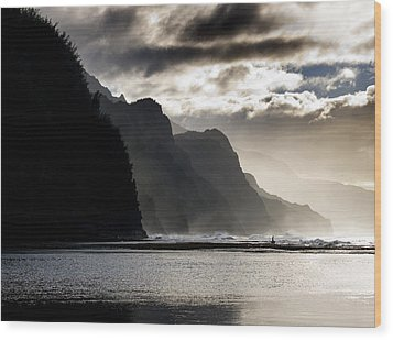 The Na Pali Coast On Kauai Hawaii Wood Print by Brendan Reals