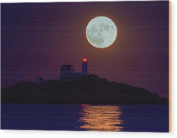 The Nubble And The Full Moon Wood Print by Rick Berk