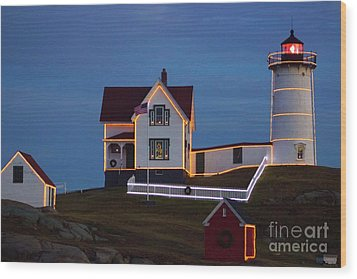 The Nubble At Christmas Wood Print by Alice Mainville