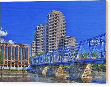 The Old Blue Bridge Wood Print by Robert Pearson