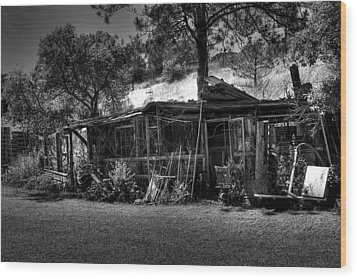 The Old Shed II Wood Print by David Patterson