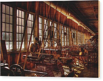 The Red Barn Of The Boeing Company Iv Wood Print by David Patterson