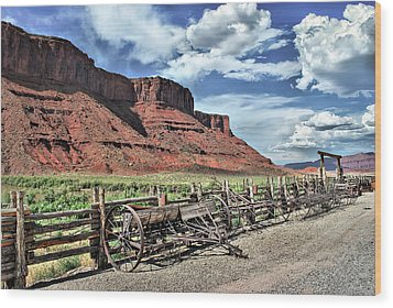 The Red Cliffs Wood Print by Gregory Ballos