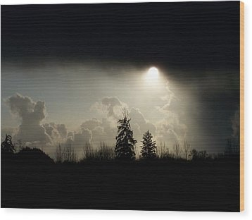 The Storm Looms Wood Print by Laurie Kidd