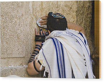 The Western Wall, Jewish Man Wearing Wood Print by Richard Nowitz