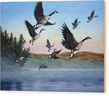 Time To Go Wood Print by Richard De Wolfe
