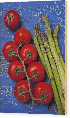 Tomatoes And Asparagus  Wood Print by Garry Gay