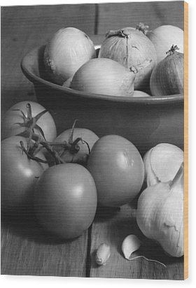 Tomatos Onion And Garlic Wood Print by Henry Krauzyk