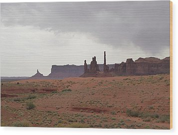 Totem Pole, Monument Valley Wood Print by Gordon Beck