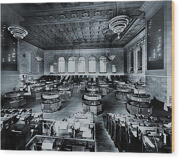 Trading Floor Of The Former New York Wood Print by Everett