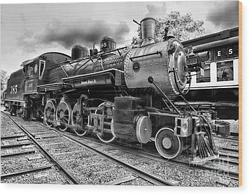 Train - Steam Engine Locomotive 385 In Black And White Wood Print by Paul Ward
