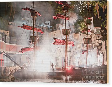 Treasure Island Flashes Wood Print by Andy Smy