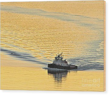 Tugboat At Sunset Wood Print