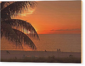 Turks And Caicos Sunset Wood Print by Stephen Anderson