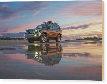 Twilight Beach Reflections And 4wd Car Wood Print
