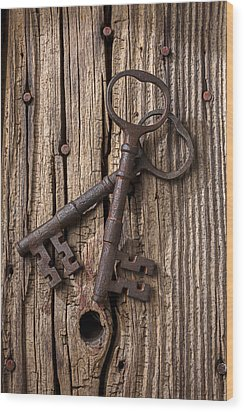 Two Old Skeletons Keys Wood Print by Garry Gay