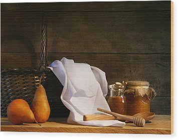 Two Pears With White Cloth Wood Print by Sandra Cunningham