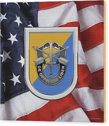 U. S.  Army 8th Special Forces Group - 8 S F G  Beret Flash Over American Flag Wood Print by Serge Averbukh
