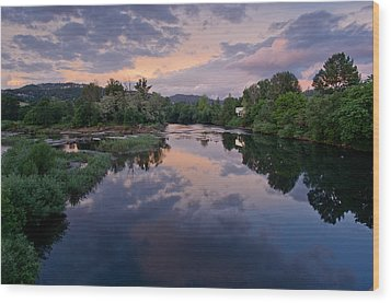 Umpqua River At Sunset Wood Print by Greg Nyquist