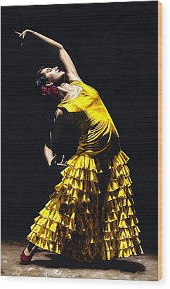 Un Momento Intenso Del Flamenco Wood Print by Richard Young