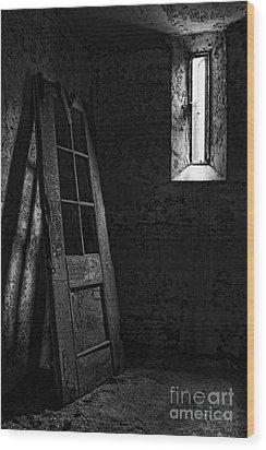 Unhinged Wood Print by Andrew Paranavitana