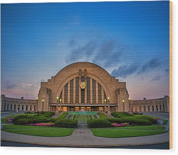 Union Terminal At Dawn Wood Print by Rob Amend